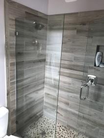Spa-Like Woodgrain Tiles