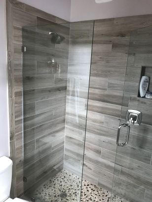 Spa-Like Woodgrain Tiles